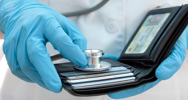 Levantamento do CFM indica baixa remuneração em concursos para médicos