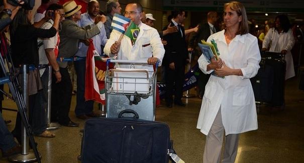 Governo deve regularizar permanência de médicos cubanos no Brasil