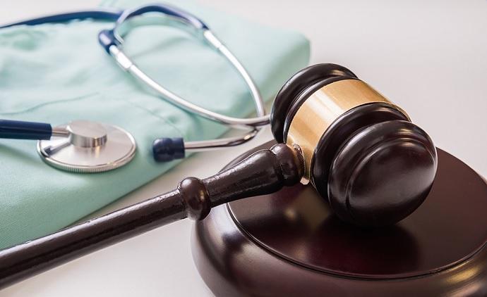 Médica denunciada por falso tratamento para a Covid é interditada cautelarmente