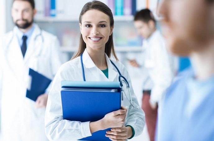 Médicos são os profissionais em quem os brasileiros mais confiam