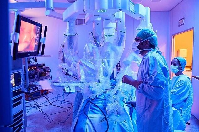 Casa de Saúde São José lança programa de cirurgia robótica