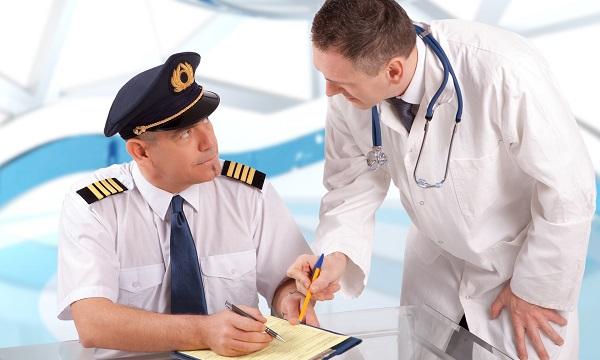 CREMESP orienta médicos para atendimento em voos comerciais