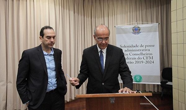 Mauro Ribeiro é eleito presidente do Conselho Federal de Medicina