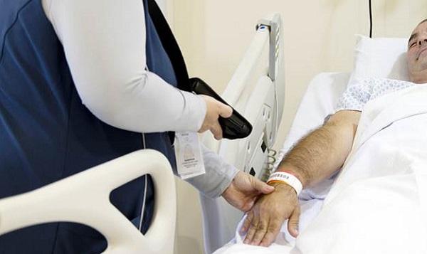 Hospital Santa Cruz implanta 'Checagem Beira-Leito' eletrônica