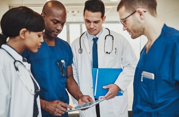 PL permite convocar estudantes da área de saúde para combater pandemia