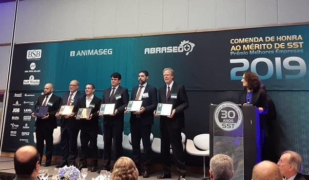 Márcio Cunha recebe Prêmio Segurança e Saúde no Trabalho