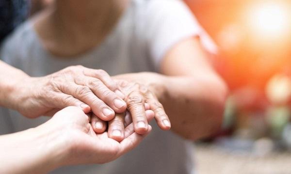 Cirurgia sem bisturi é alternativa para tratamento menos invasivo de Parkinson