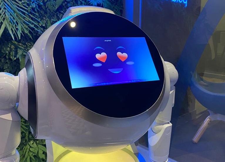 Hospital das Clínicas realiza 11 mil atendimentos com robôs de telepresença
