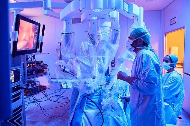 Rede Mater Dei dá início à certificação em cirurgia robótica