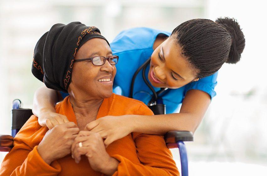 Procura por cuidadores de idosos cresce 50% com a pandemia