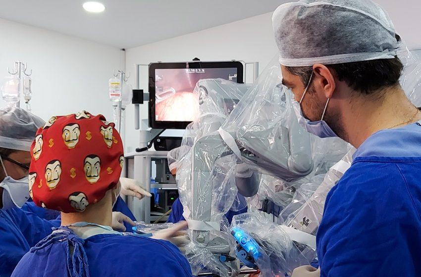 Erasto Gaertner realiza primeira cirurgia robótica em criança no Sul